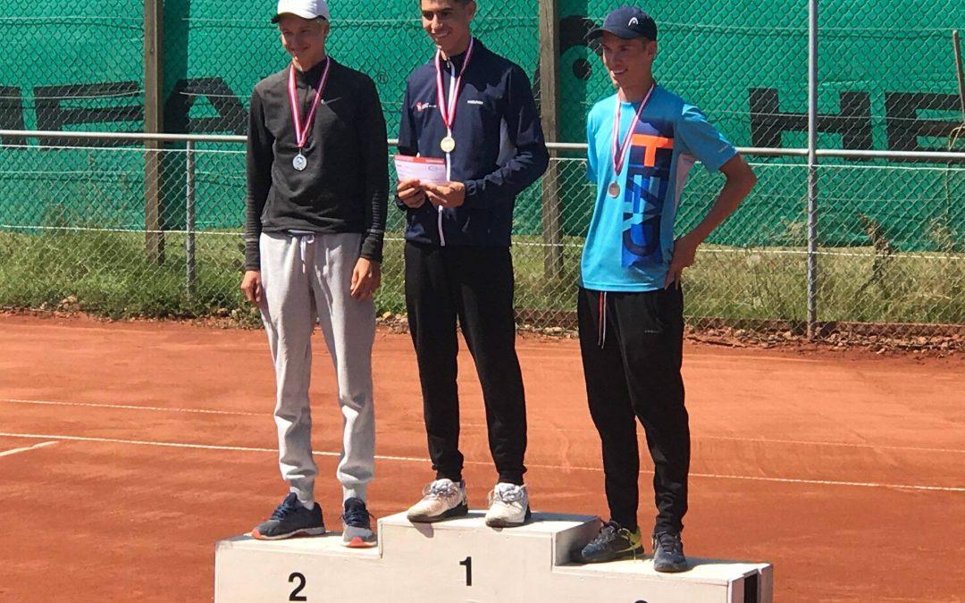 27 medaljer ved UM/DM – 8 af guld!  Caspar Jalili U16 Danmarksmester i single